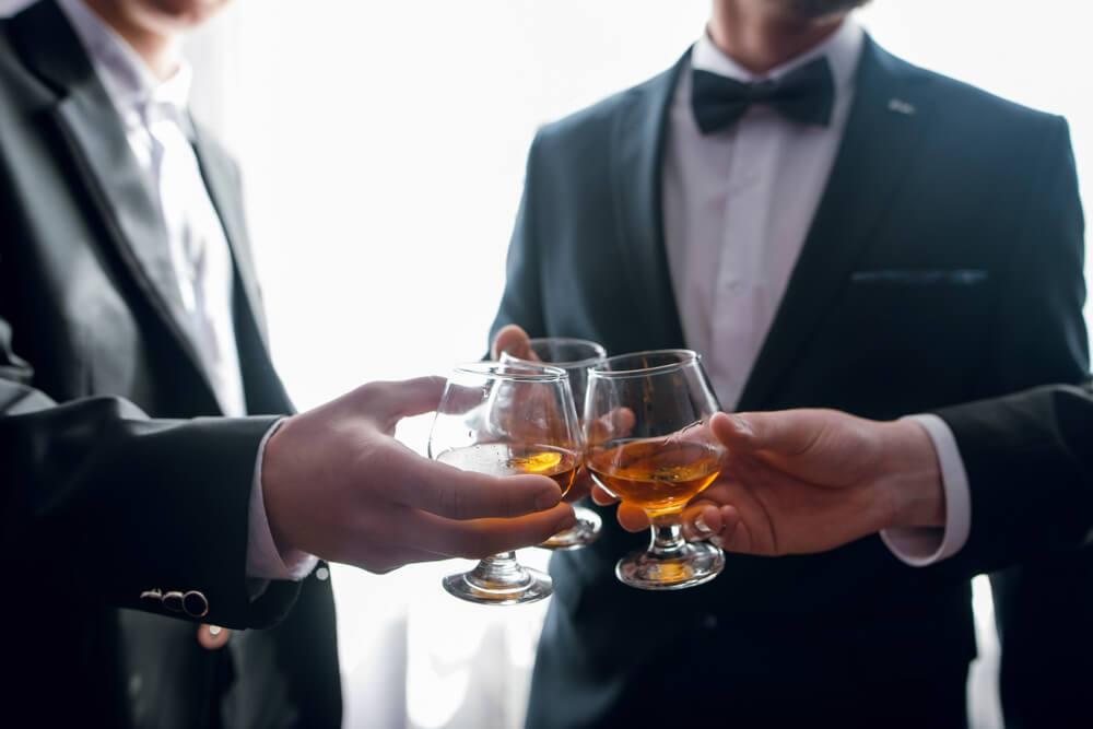 Poradnik weselny – kto organizuje wieczór kawalerski?