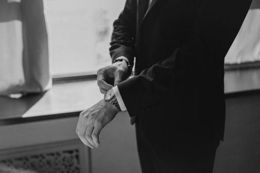 czarny garnitur ślubny szyty na miarę