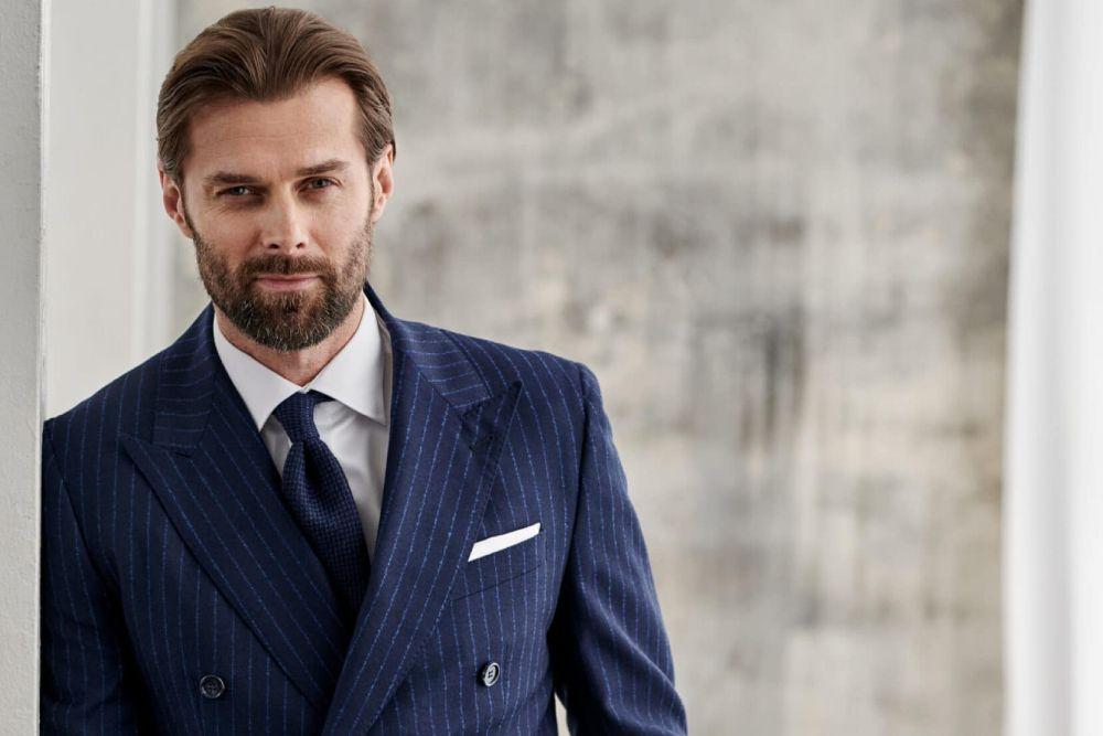 Czym musi charakteryzować się strój biznesowy męski? 5 podpowiedzi od stylisty