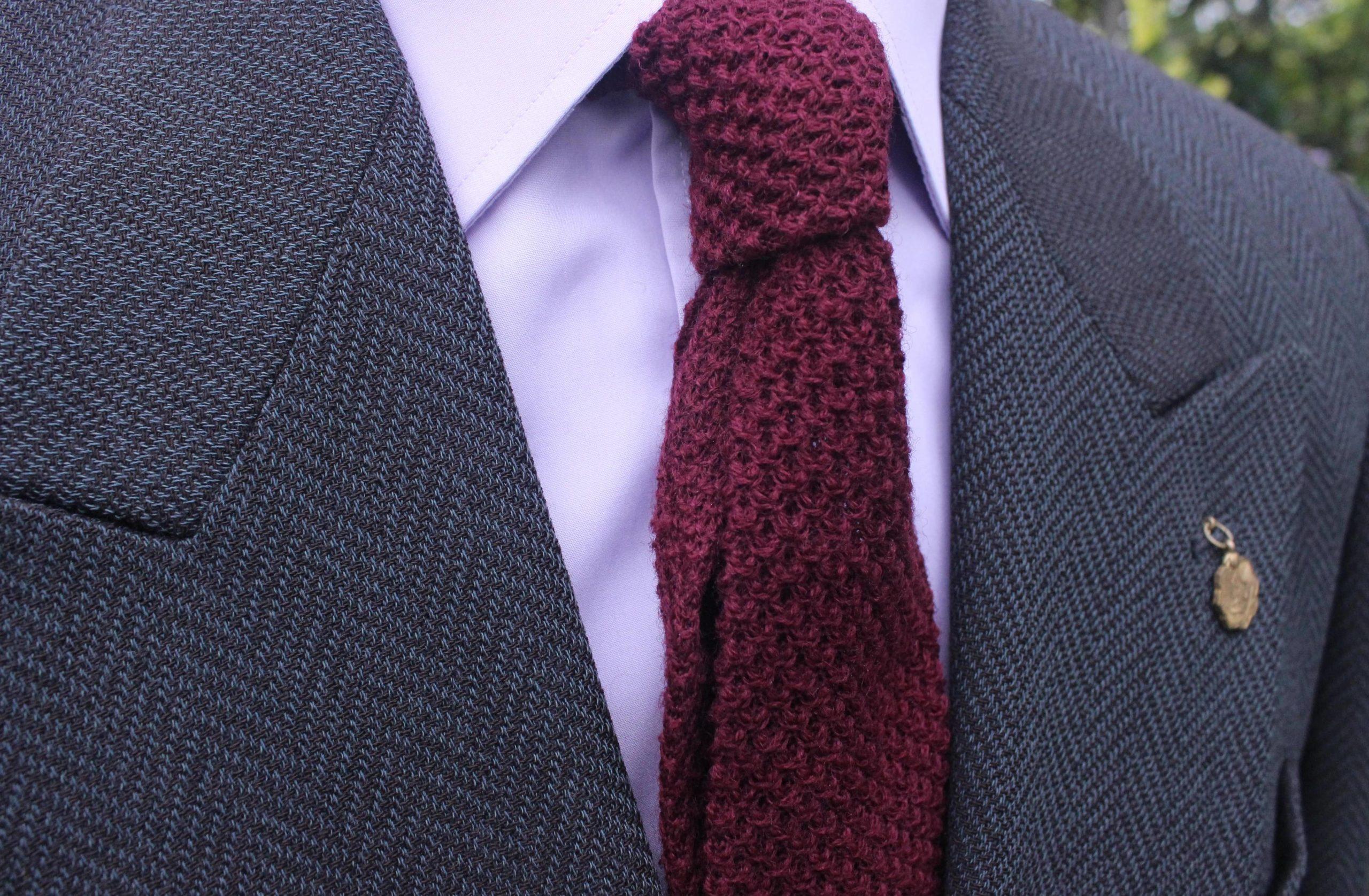 Krawat knit – wyjaśniamy, jak i kiedy można go nosić