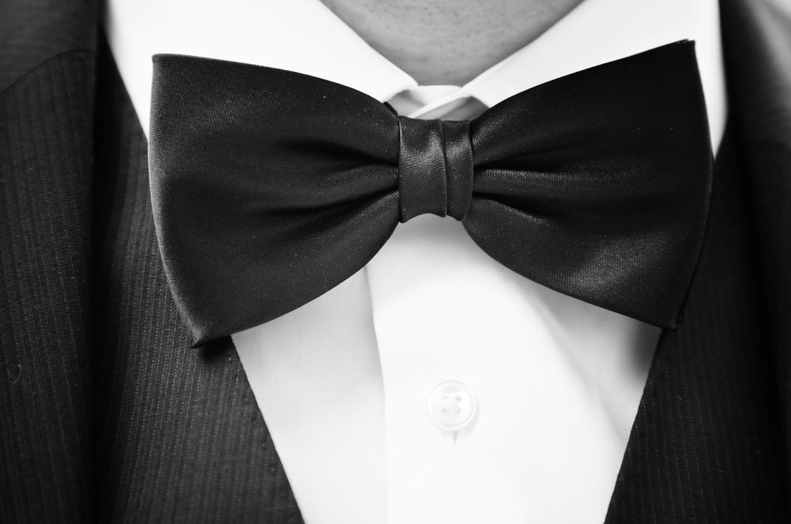 Mucha czy krawat? Podpowiadamy, które z nich wybrać na wesele