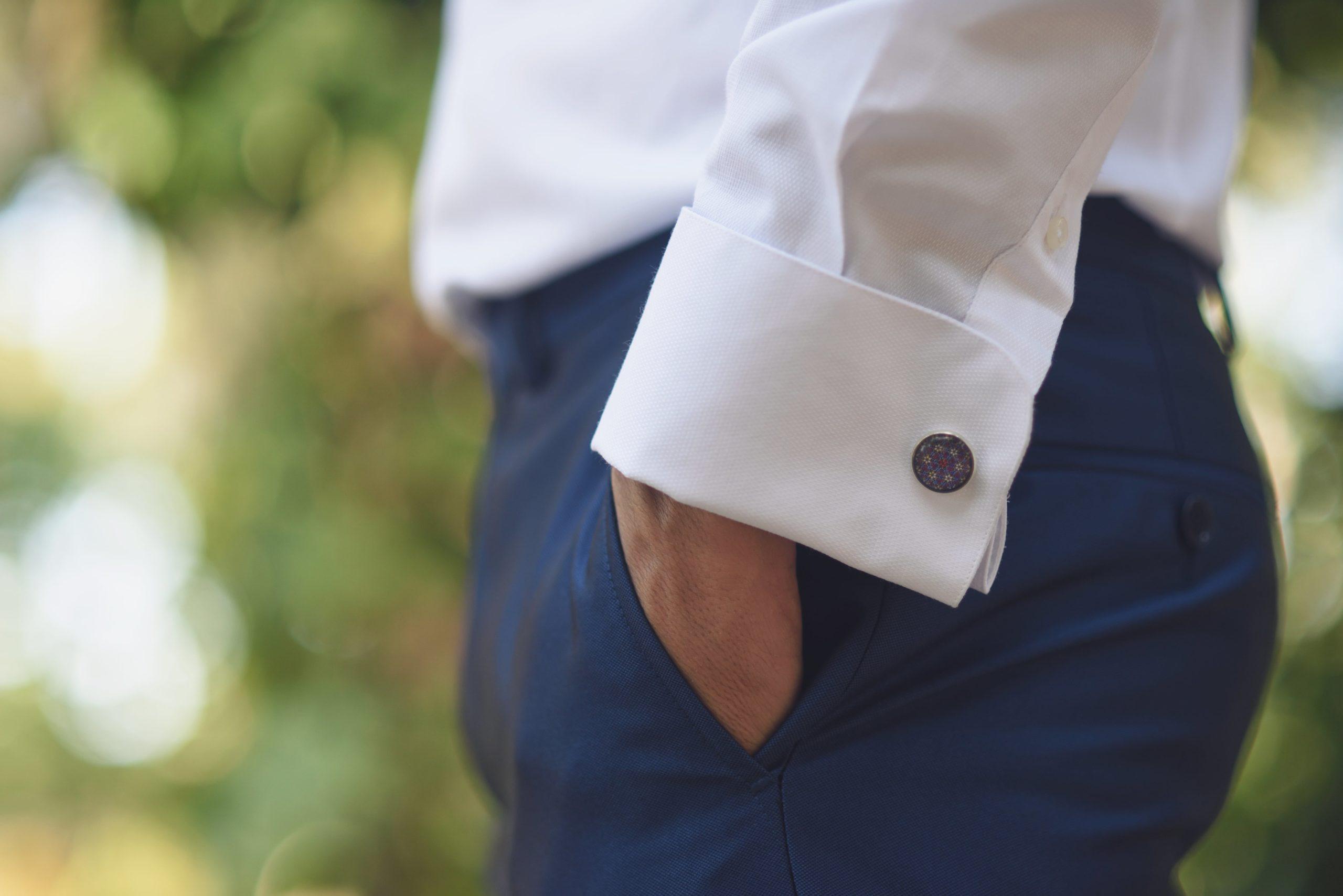 Niebieskie spodnie męskie. Przykładowe stylizacje