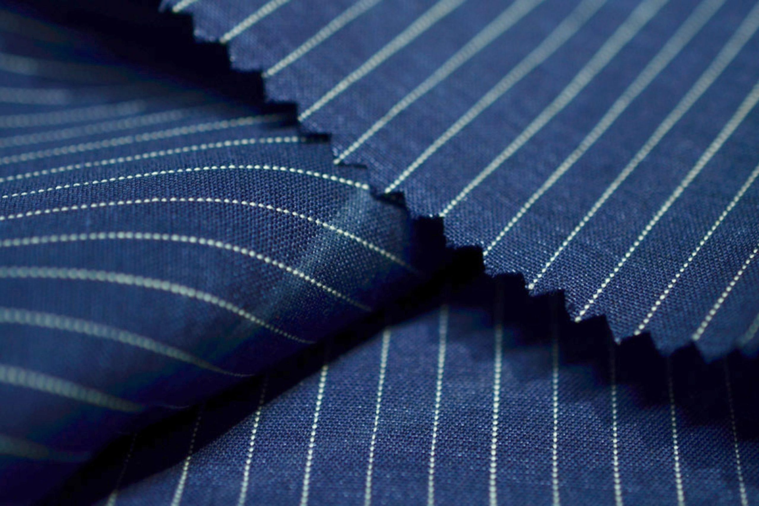 Powersuit, czyli garnitur w prążek — biznesowy must-have!
